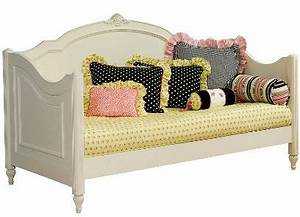 beds that look like sofas cute daybed for kids thesofa With bed that looks like a sofa