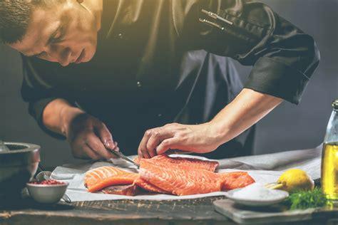Fisch Zubereiten, Richtig Anrichten Oder Grillen