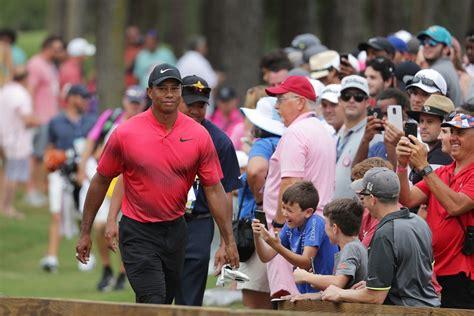 Tiger Woods Tour Championship Crowd