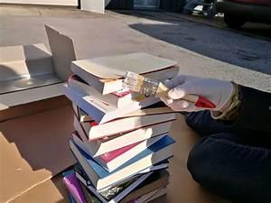 Tisch Aus Büchern : upcycling beistelltische aus alten b chern selber machen ~ Buech-reservation.com Haus und Dekorationen