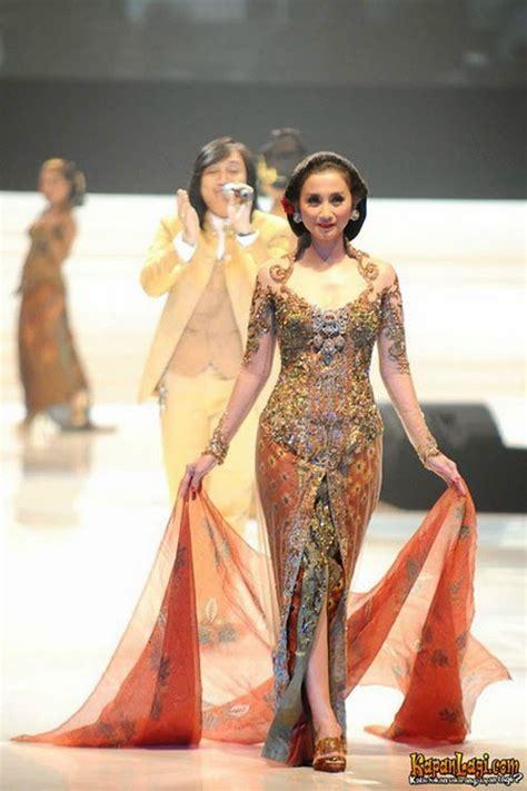 30 model kebaya modern artis untuk pesta wedding gebeet com
