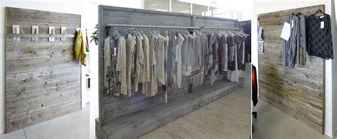 accessori arredamento negozi realizzazione stender design per arredamento negozi