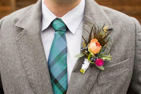 boutonniere die ansteckblume fuer den braeutigam