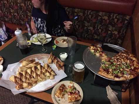 round table pizza reviews round table pizza closed 40 photos 65 reviews