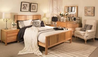 Bedroom Decorating Ideas With Pine Furniture by Color Ideas To Go With Oak Bedroom Furniture For The