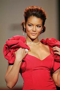 File:Zuleyka Rivera, Red Dress Collection 2007.jpg ...