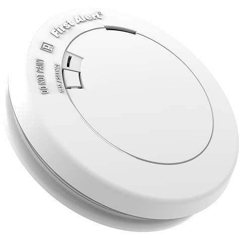 smoke detector red light solid first alert pr700 slim design battery operated