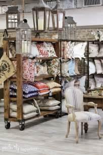 home design store decorar tienda con palets decoración con palets bolsos coronas navideñas y