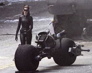 Anne Hathaway on Set in Full Catwoman Costume. Guess What ...