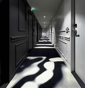 Tapis Geometrique Noir Et Blanc : tapis de couloir plus de 90 photos pour vous ~ Teatrodelosmanantiales.com Idées de Décoration