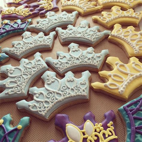 Decorated Crown Cookies by 25 Best Ideas About Crown Cookies On Pinterest Princess