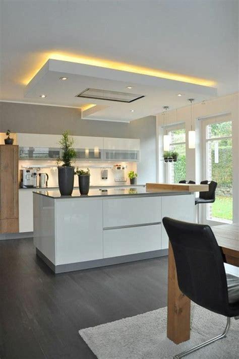 cuisine et des tendances idée relooking cuisine cuisine en noir avec ilot blanc
