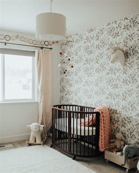 good papier peint enfant chambre bb fille lit bebe en bois