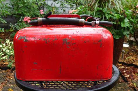 find vintage  gal metal gas  outboard boat gas fuel