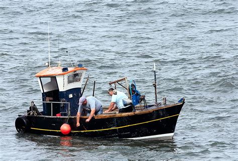 Filesmall Scarborough Fishing Boatjpg  Wikimedia Commons
