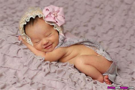 Foto Bayi Mungil Lucu