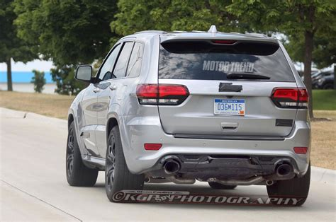 jeep trackhawk back spied 2018 jeep grand cherokee trackhawk in the buff