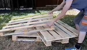 Canapé Jardin Bois : il fabrique un canap pour son jardin avec 3 palettes de bois son projet est tr s facile ~ Teatrodelosmanantiales.com Idées de Décoration