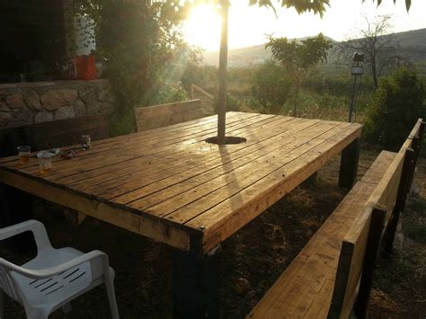 huge outdoor table   pallet   robot  pallets