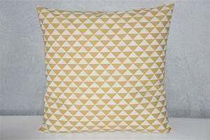 Coussin Style Scandinave : coussin jaune scandinave bricolage maison et d coration ~ Teatrodelosmanantiales.com Idées de Décoration