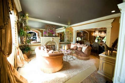 Pleasant And Inviting Living Room Interior Design Of Kenny