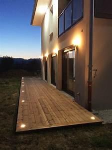 idee d39eclairage d39une facade de maison et sa terrasse bois With eclairage pour terrasse en bois exterieur