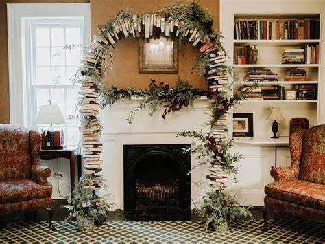 ide dekorasi ruangan  buku bisa jadi pohon natal