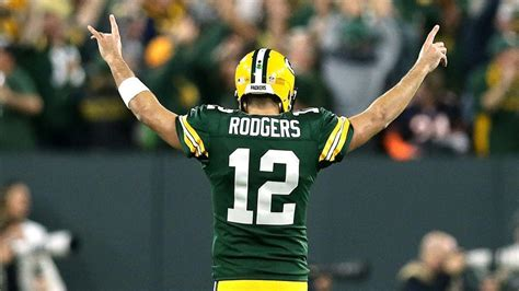 packers waiting   info  aaron rodgers knee