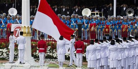 Aborsi Jawa Timur Jokowi Terkesima Lihat Drumband Akpol Di Upacara Penurunan