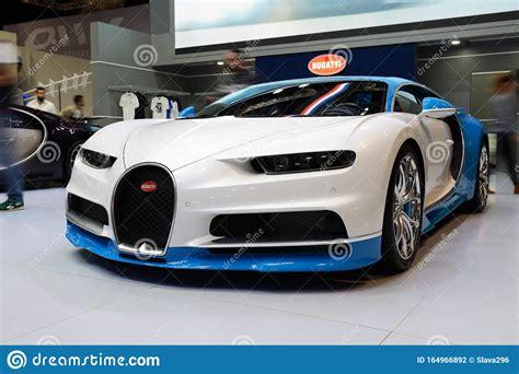 Midnight delivery of a $2.5 million arab bugatti chiron in london. Die Sportwagen Von Bugatti Chiron Sind Auf Der Dubai Motor ...
