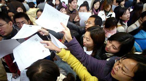 毕业即失业 中国明年900万高校毕业生就业有多难? — 普通话主页