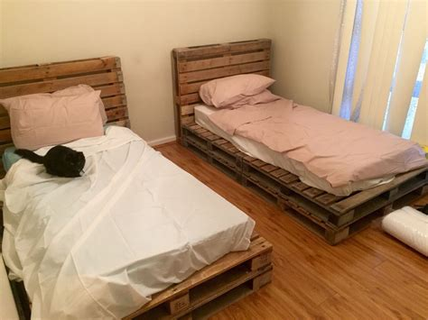 wooden pallet single beds projects   wooden