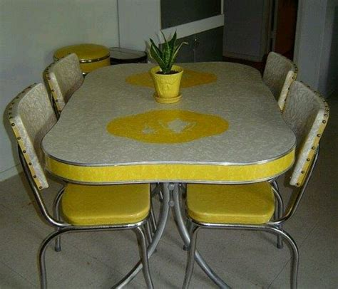 retro table  chairs   wonderful house seeur