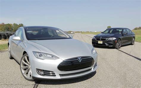 Tesla Vs by Electric Car Throwdown Bmw Vs Tesla Solarfeeds
