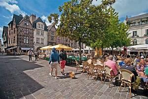 Piscine Tours Nord : tours la ville aux deux c urs d tours en france ~ Melissatoandfro.com Idées de Décoration