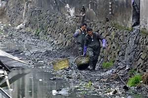 Villagers' Trash Blamed After Zhejiang River Dare