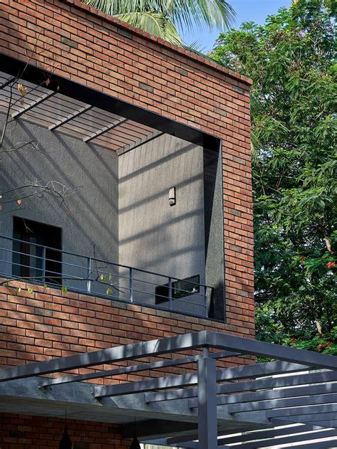 pune brick concrete  vastu play  vital role