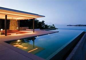 piscine design contemporaine cobtsacom With transat de piscine design 3 photo carrelage et piscines desjoyaux deco photo deco fr