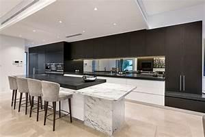 Led deckenbeleuchtung luxurioses einfamilienhaus in for Deckenbeleuchtung küche