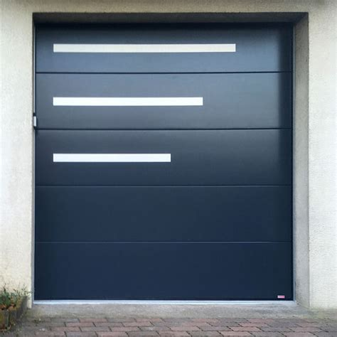 porte de garage isolante portes de garage sectionnelle isolante blanche ou aspect bois sothoferm