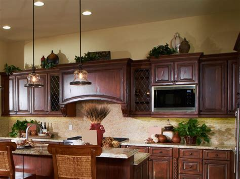 decor kitchen cabinets ideas for decorating above kitchen cabinets slideshow 3108