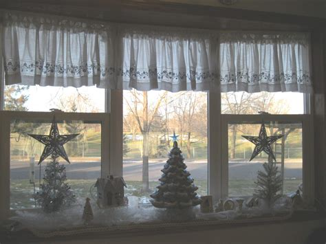christmas window ideas for bay window garage sale gal my simple decor