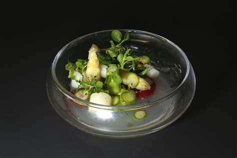 cuisine asperge asperges vertes blanches et fraises de florent ladeyn