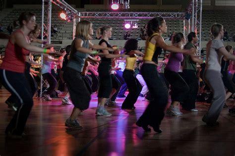 zumba class instructor fitness beginner tips leuven event workout dance crowd cimm shake ways beginners breaks office