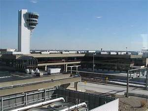S&P lowers credit outlook on Phila. airport
