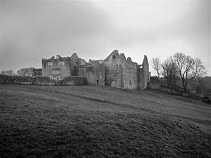 Old Beaupre Castle - Wikipedia
