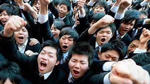 Nombres En Japonais : un grupo de estudiantes japoneses durante una ceremonia que se celebra para animar a los ~ Medecine-chirurgie-esthetiques.com Avis de Voitures