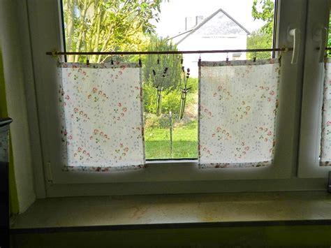 Fenster Sichtschutz Küche by K 252 Che Fenster Deko Grauer Schiebevorhang Mit Dekonetzen