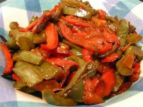 cuisiner les poivrons verts recette de poelée de poivrons