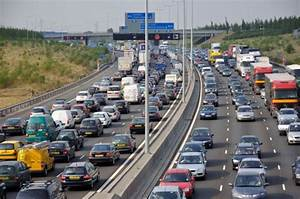 Police to put up huge fences at scenes of motorway crashes ...